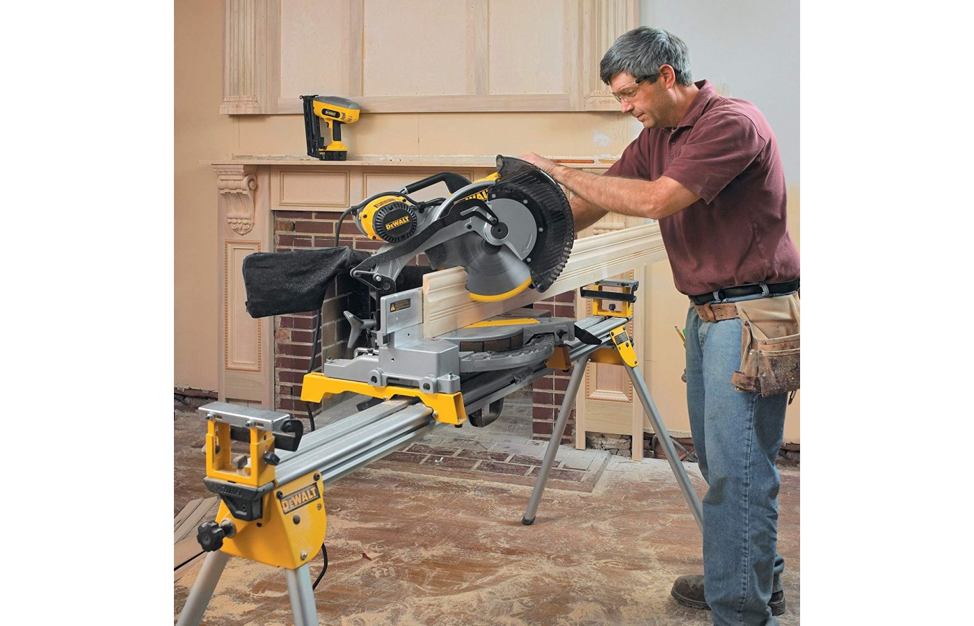 This miter saw is lightweight and portable