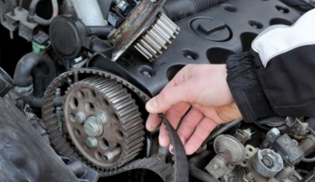 An in-depth guide to all of the symptoms of a broken timing belt.