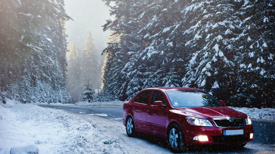 An in-depth guide on the essentials you need in a winter car kit.