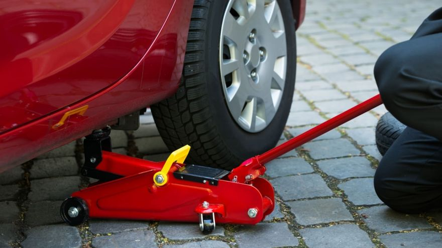 How to Use a Car Jack: A Beginner's Guide