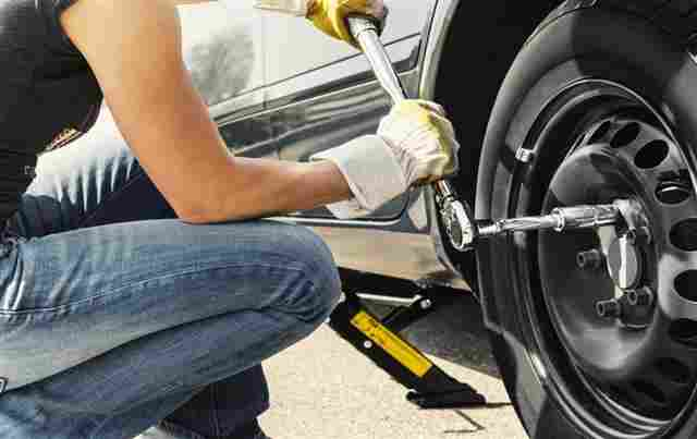 how to use a torque wrench-tire