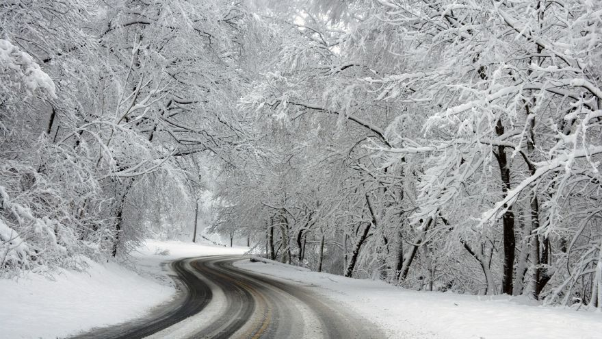 An in depth guide for how to navigate on icy roads this winter