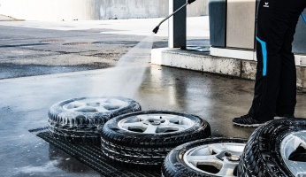 A step-by-step guide for refinishing your vehicles wheels.