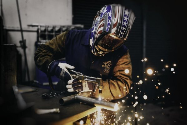 An in-depth review of the best welding helmets available in 2018.